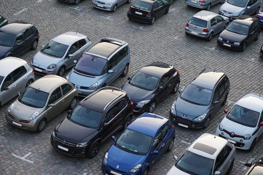 Dynamische verwijzing naar parkeernormen in bestemmingsplan niet toegestaan bij gebruikswijziging passend binnen bestemming