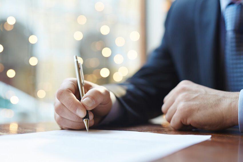 Verdedigingsbeginsel. Toepassing 'andere afloop criterium'. Ontbreken handtekening controlerapport niet fataal. (AB 2021/80)